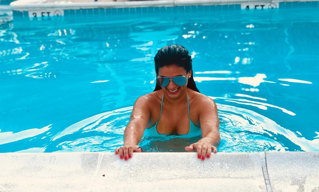 Romford escorts hot woman in bikini