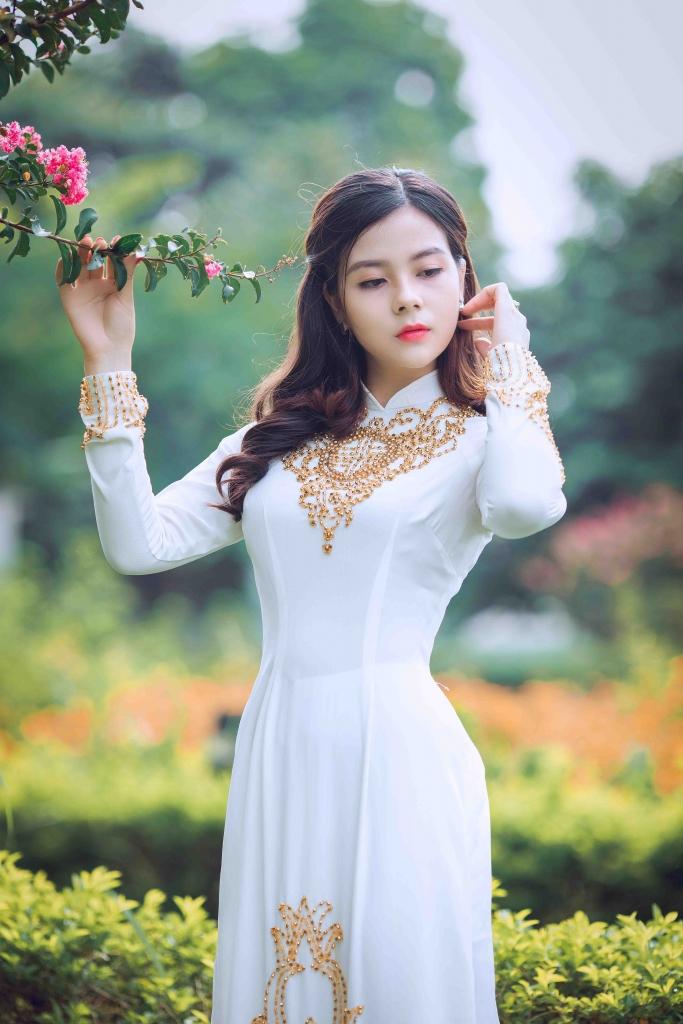 Edgeware Escorts so hot asian girl