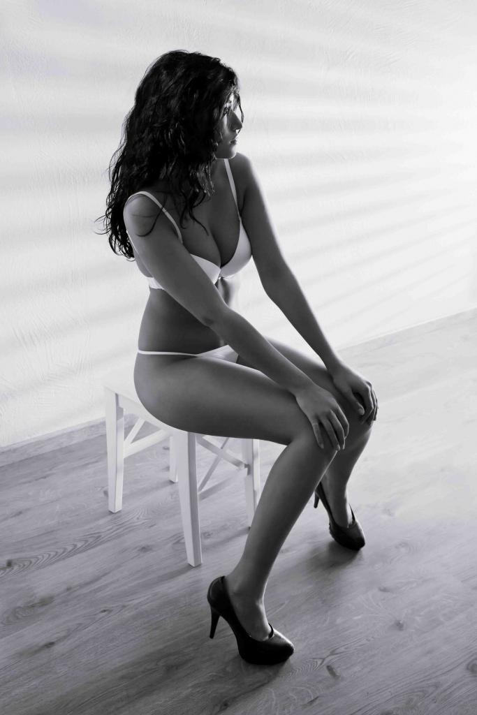 Stanmore escorts sexy girl in bikini