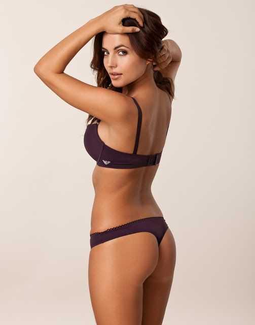 Croydon escorts sexy brunette