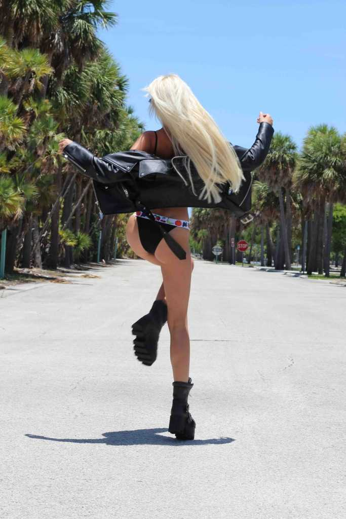 Balkan Escorts - slim blonde