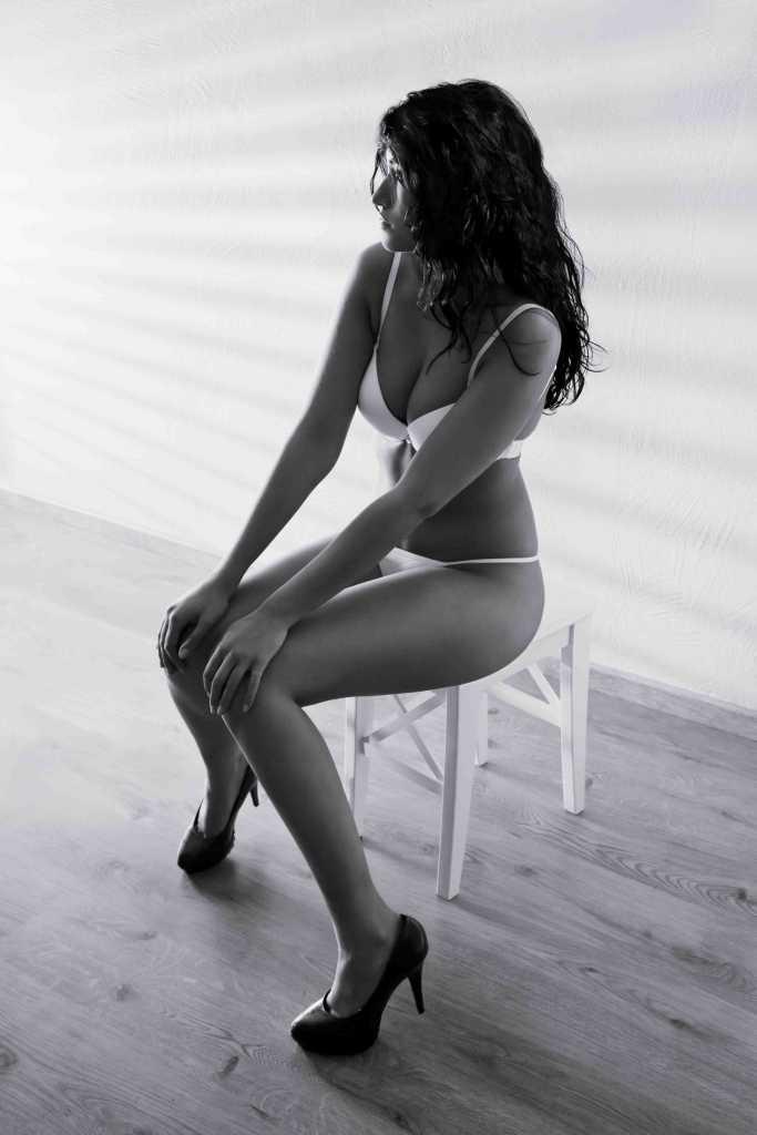 Scotish escorts - hot girl in bikini