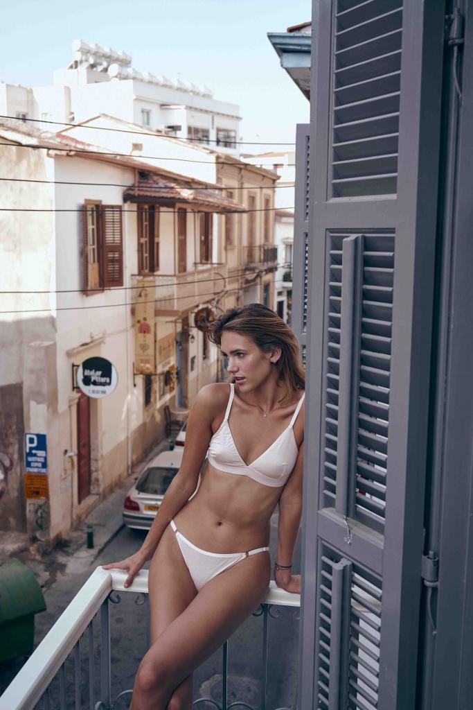 Edgeware escorts - slim girl in bikini