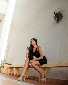 Glamour escorts - leggy model