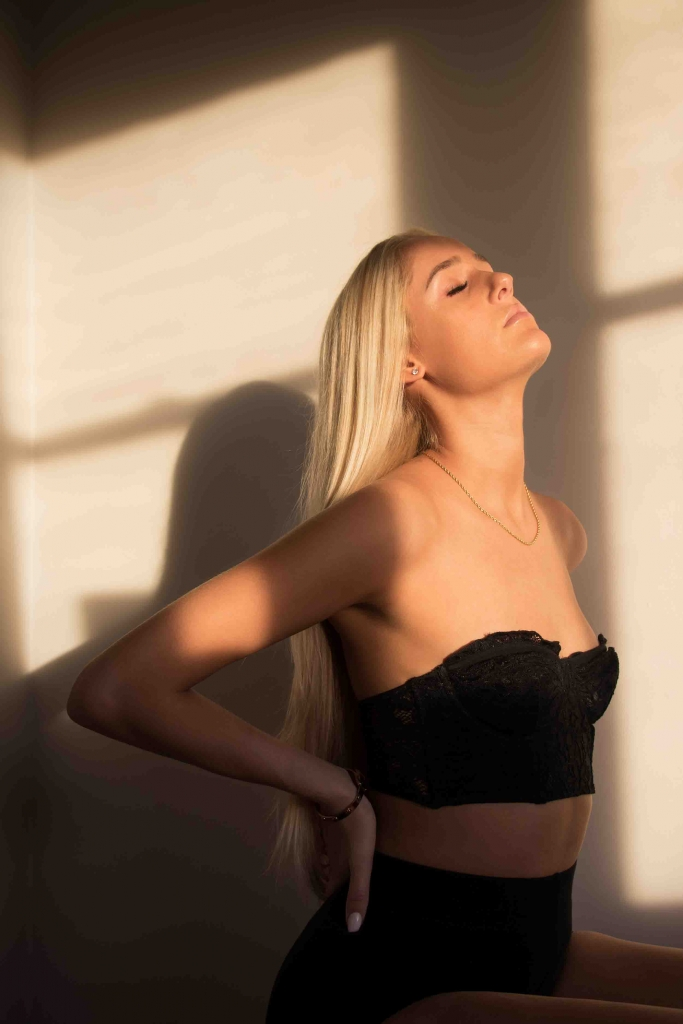 Mayfair escorts - hot blonde