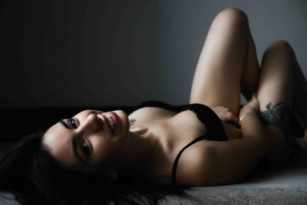 Kinky escorts - slim lady
